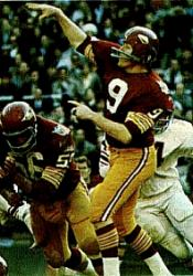 Sonny Jurgensen threw for three touchdowns against the Giants.
