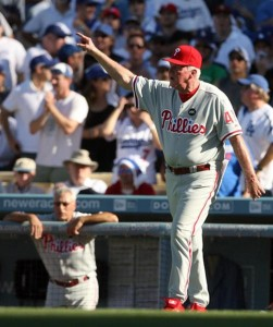 After taking out Pedro Martinez due to his pitch count, Charlie Manuel used five pitchers and lost the lead in the 8th inning against the Dodgers.