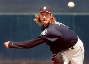 After 22 seasons and 303 wins, Randy Johnson has announced his retirement.