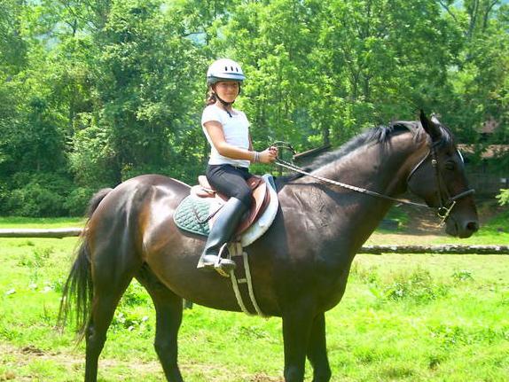 girls_horses