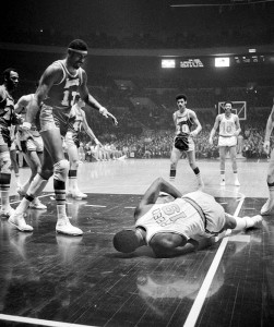 Despite being injured in game five of the NBA Finals, Willis Reed made a dramatic appearance in the decisive 7th game to help lead the Knicks to victory.