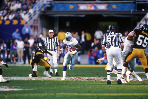 Emmitt Smith finds room to run during Super Bowl XXX against the Steelers.