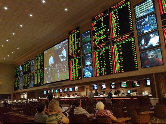 """""""Sports betting"""" (CC BY 2.0) by Marit & Toomas Hinnosaar"""